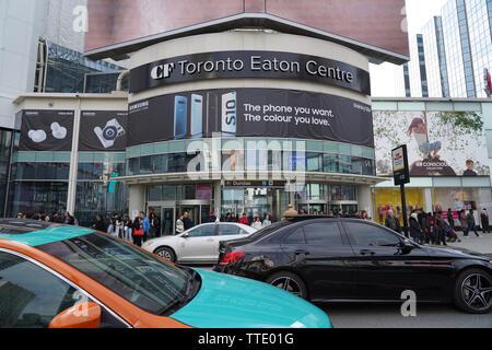 toronto eaton centre on dundas yonge street busy traffic outside - Stock Image