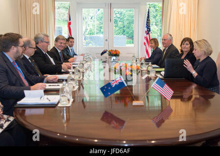 U.S. Secretary of State Rex Tillerson meets with New Zealander officials, including Prime Minister Bill English - Stock Image