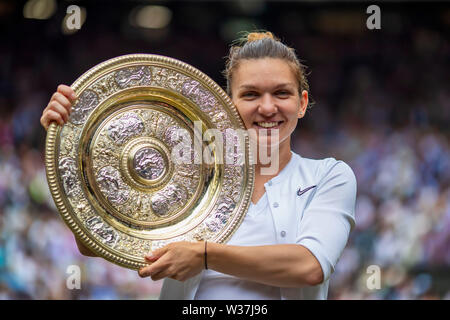 London, UK. 13th July, 2019.London, UK. 13th July, 2019.Wimbledon Tennis Tournament, Day 12; Simona Halep (ROM) holds the Venus Rosewater Dish as she becomes ladies Wimbledon champion Credit: Action Plus Sports Images/Alamy Live News Credit: Action Plus Sports Images/Alamy Live News - Stock Image
