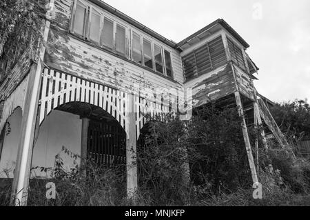 A neglected Queenslander-style timber home, ca. 1913, with paint peeling, inner-city Brisbane, Australia - Stock Image
