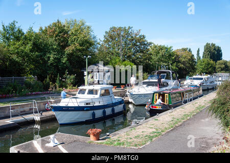 Chertsey Lock, Chertsey, Surrey, England, United Kingdom - Stock Image