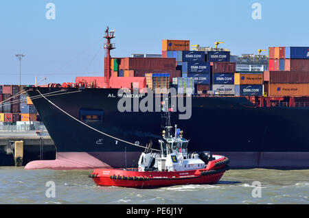 """""""Al Rawdah"""" Hapag-Lloyd being held by a tug, Container loading facilities, Thames River, England 180627_73694 - Stock Image"""
