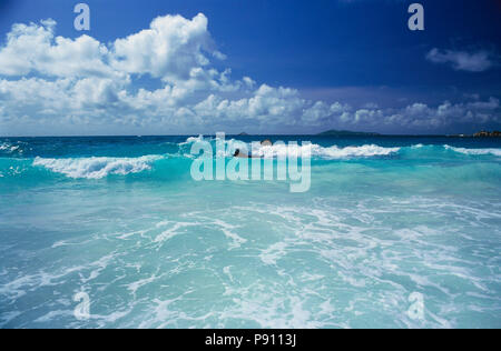 WAVES BREAKING ON BIRD ISLAND AND ISLAND VIEW, SEYCHELLES, ISLAND, EAST AFRICA. JUNE 2009. The beautiful islands of the Seychelles in the Indian Ocean - Stock Image