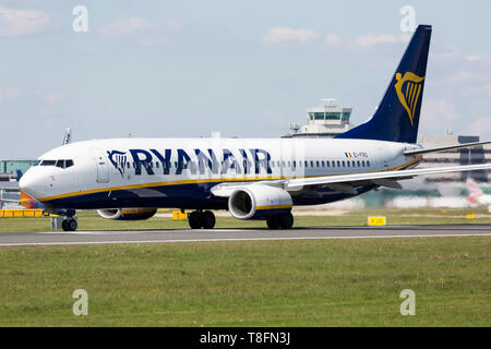A Ryanair Boeing 737-800, registration EI-FRD, preparing for take off from Manchester Airport, England. - Stock Image