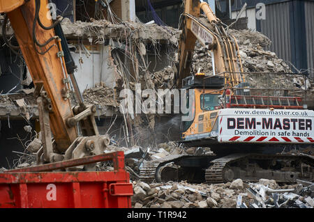 Glasgow, Uk: 28th March 2019 - Demolition of the former Strathclyde Police headquarters continues, making space for a new Holland Park hotel development Credit: Pawel Pietraszewski / Alamy Live News - Stock Image