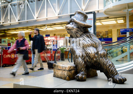 The Paddington Bear statue at Paddington Station, London, England.. Station concourse, forecourt; bronze sculpture; - Stock Image