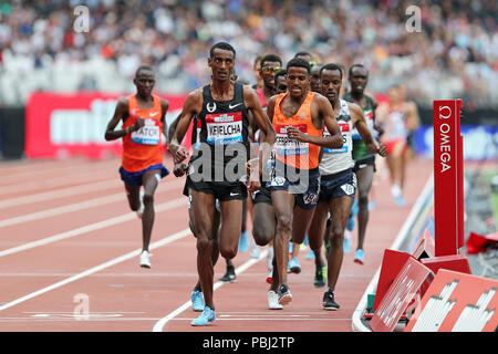 Yomif KEJELCHA (Ethiopia), Hagos GEBRHIWET (Ethiopia) competing in the Men's 5000m Final at the 2018, IAAF Diamond League, Anniversary Games, Queen Elizabeth Olympic Park, Stratford, London, UK. - Stock Image