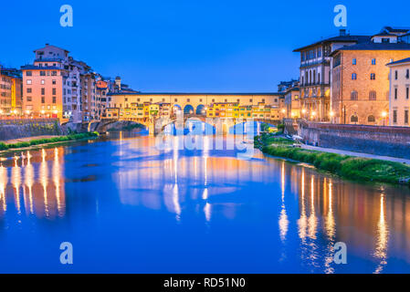 Florence, Tuscany, Ponte Vecchio a medieval stone arch bridge over the Arno River, Italy - Stock Image