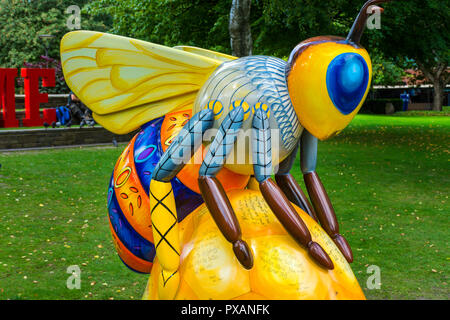 To Bee or not to Bee, by Susan Webber.  One of the Bee in the City sculptures, All Saints Park, Manchester, UK. - Stock Image