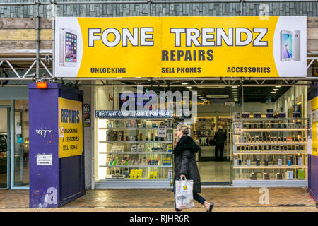 Fone Trendz a mobile phone repair and sales shop in Bromley High Street, South London. - Stock Image