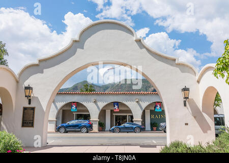The Mission Style architecture of the entrance to Libbey Park, Ojai, California. - Stock Image