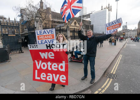 London, UK. 9th January 2019. Protesters stand in front of Parlamen with a signs calling for us to leave the EU aned encouraging motorists to hoot in support. Protests at Parliament continued by stop Brexit group SODEM (Stand of Defiance European Movement) and pro-Brexit campaigners. Credit: Peter Marshall/Alamy Live News - Stock Image