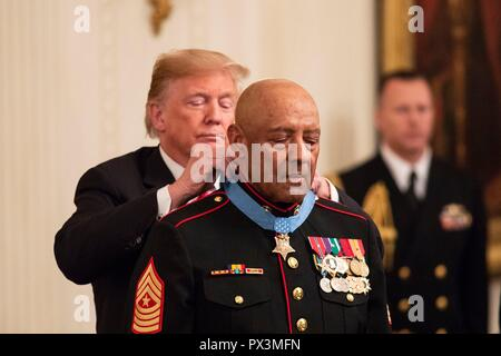 U.S President Donald Trump presents the Medal of Honor to retired U.S. Marine Sgt. Maj. John Canley during a ceremony in the East Room of the White House October 17, 2018 in Washington, DC. Canley received the nations highest honor for actions during the Battle of Hue in the Vietnam War. - Stock Image