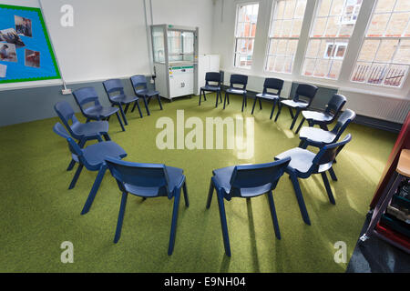 Chairs arranged in a circle in a classroom at Isle of Wight Studio School - Stock Image