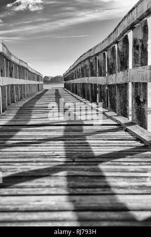 hölzerne Seebrücke Nähe Ahrenshoop - Stock Image