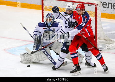 Moscow, Russia. 21st Mar, 2019. MOSCOW, RUSSIA - MARCH 21, 2019: HC Dynamo Moscow's goaltender Alexander Yeryomenko, Ivan Igumnov and HC CSKA Moscow's Maxim Mamin (L-R) in action in Leg 5 of their 2018/19 KHL Western Conference semi-final playoff tie, at CSKA Arena. Mikhail Tereshchenko/TASS Credit: ITAR-TASS News Agency/Alamy Live News - Stock Image