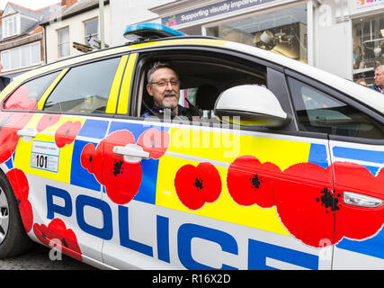 Sidmouth, Devon, UK. 9th November . Sidmouth, 9th Nov 18 Devon and Cornwall police have decorated two squad cars with vibrant poppies in honour of the 100th anniversary of the signing of the Armistice in 1918. One car is in operation in Devon, with the other in Cornwall. Photo Central/Alamy Live News - Stock Image
