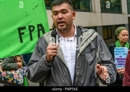 London, UK. 17th October 2018. A Grenfell campaignerspeaks at the protest outside the Ministry of Housing, Communities and Local Government by residents living in tower blocks covered in Grenfell-style cladding, Fuel Poverty Action, and Grenfell campaigners demanding that the government make all tower-block homes safe and warm. Credit: Peter Marshall/Alamy Live News - Stock Image