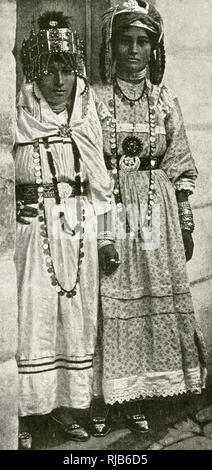 Two dancing women from south of Biskra, Algeria, North Africa. - Stock Image