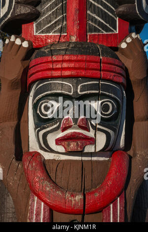 Close-up of Kwakiutl Bear Pole, 1966, by Kwawkewlth Tribe carver Henry Hunt, in Victoria, British Columbia, Canada - Stock Image