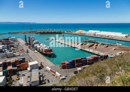 Container ship unloading at Napier docks, New Zealand - Stock Image