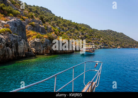 Sail boats anchored inside a calanque near Cassis, France - Stock Image