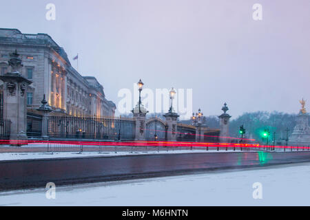 Buckingham Palace in the snow - Stock Image
