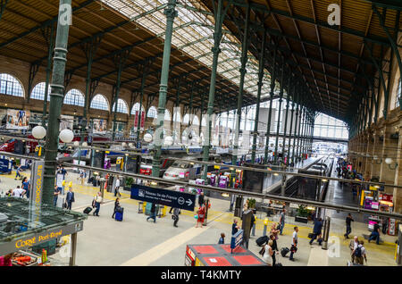 Paris Gare du Nord railway station, Paris, France. Historic ironwork building. Alston & Gourley iron support pillars. Main hall roof and platforms - Stock Image