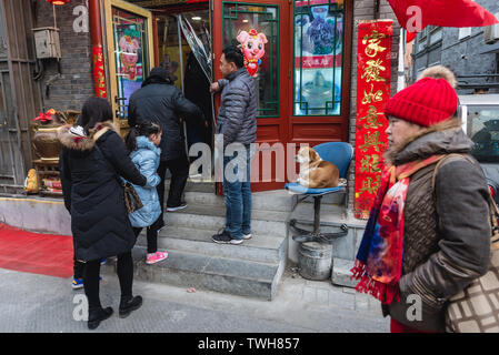 People in front of restaurant in Qianmen area in Beijing, China - Stock Image