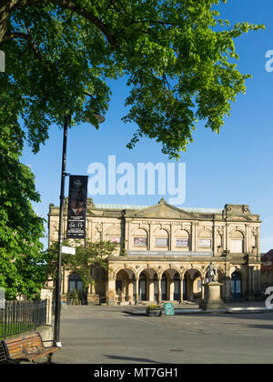 York Art Gallery in Exhibition Square in spring sunshine - Stock Image