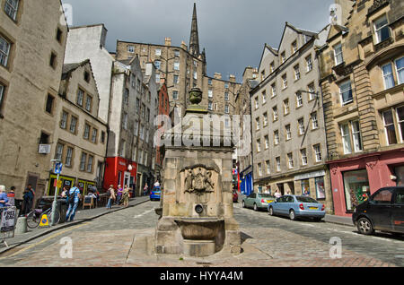 The junction between the Grassmarket and Victoria street in Edinburgh's Old Town. In the foreground is Bow Well. - Stock Image