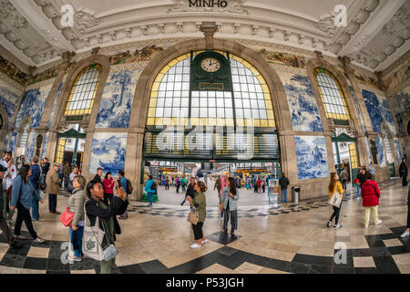 central hall with Azulejos, tile panels, train station Sao Bento,  Porto, Region Norte, Portugal, Porto, - Stock Image