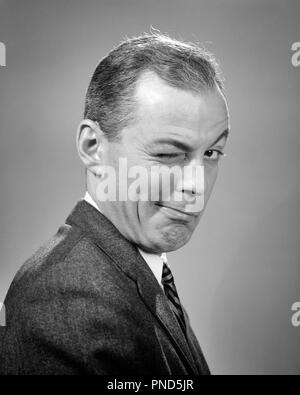 1950s 1960s BUSINESS MAN WINKING EYE TRICK CONSPIRACY JOKING GESTURE FACIAL EXPRESSION  - p1691 HAR001 HARS STRATEGY TEASE ATTRACTION DESIRE GOOFY SUPPORT CONSPIRACY AFFECTION BLINK JOKING LECHEROUS MID-ADULT MID-ADULT MAN WINKS BLACK AND WHITE CAUCASIAN ETHNICITY HAR001 OLD FASHIONED - Stock Image