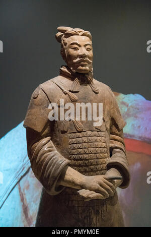 Liverpool William Brown Street World Museum China's First Emperor & The Terracotta Warriors Exhibition Armoured General Qin Dynasty he guan headdress - Stock Image