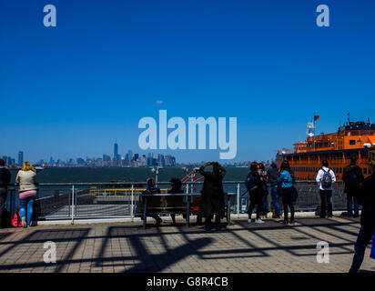 Tourist hang out at the Staten Island harbor, New York - Stock Image