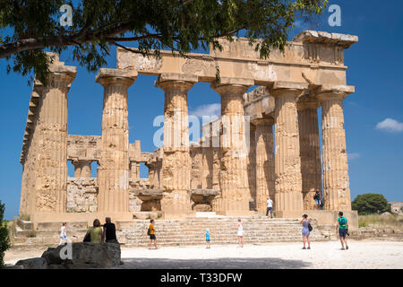 Tourists sightseeing at the ruins of ancient temples at Selinunte in Sicily, Italy - the largest archeological park in Europe. - Stock Image