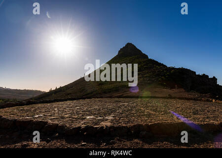 Sun flare created by shooting into the sun with the pointed Roque Imoque and a threshing floor, era, in Ifonche, Arona, Tenerife, Canary Islands, Spai - Stock Image
