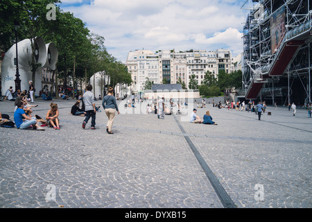 View of the plaza in front of the Pompidou Arts Centre in the city of Paris, France. - Stock Image