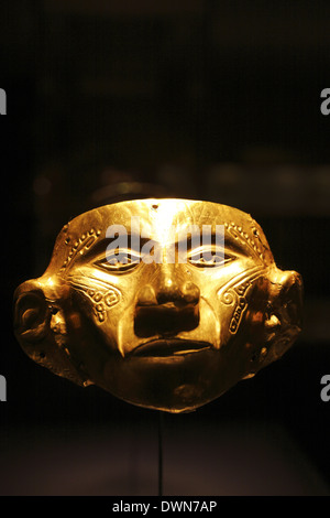 Anthropomorphic Mask, Upper Magdalena Region - Tierradentro, Middle Period, Gold Museum (Museo del Oro), Bogotá, Colombia - Stock Image