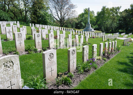 British Commonwealth war grave, view of headstones of British soldiers who fought in two world wars in the Garrison Cemetery in Poznan (Posen), Poland - Stock Image