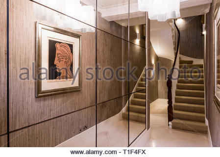 Reflection of classical painting in mirrored wall - Stock Image