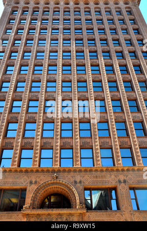 Vertical View of Guaranty Trust Building by Louis Sullivan and Dankmar Adler, Downtown Buffalo, NY - Stock Image