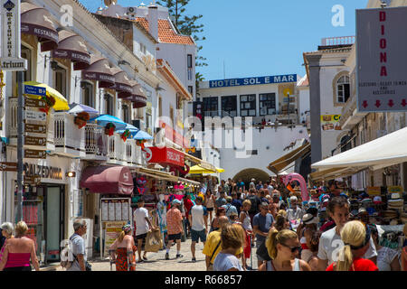 ALBUFEIRA, PORTUGAL - JULY 13TH 2018: A view of Rua 5 de Outubro in the old town area of Albufeira in Portugal, on 13th July 2018. - Stock Image