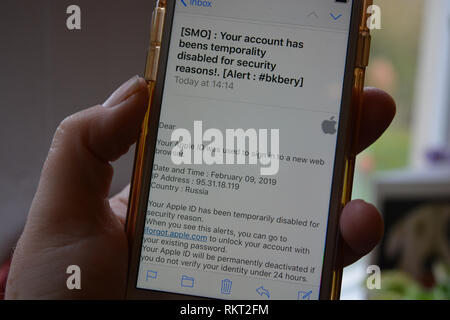 Phishing / scam email, purporting to be from Apple claiming that the account has been disabled and asking user to log in to reset password - Stock Image