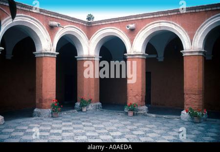 Arches Courtyard, Santa Catalina Monastery, Arequipa, Peru, South America - Stock Image