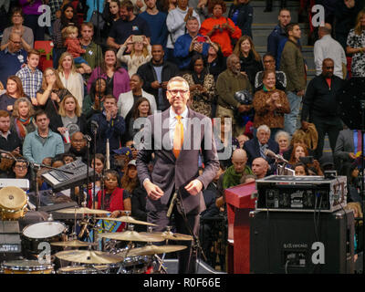 Chicago, Illinois, USA. 4th November 2018. Illinois Treasurer Mike Frerichs approaches the podium at today's rally at UIC Pavilion. The rally was a final push preceding the upcoming midterm general election this Tuesday, which many expect will be a wave election in favor of the Democrats. Credit: Todd Bannor/Alamy Live News - Stock Image