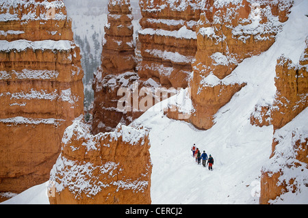 Winter hiking party on Navajo Loop Trail below Sunset Point, Bryce Canyon National Park, Utah, USA - Stock Image