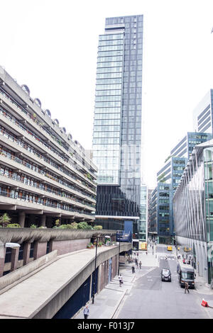 Barbican flats of Andrews House overlooking the city of Moorgate. - Stock Image