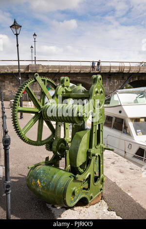 Ireland, Co Leitrim, Carrick-on-Shannon, old winding gear on River Shannon Quay - Stock Image