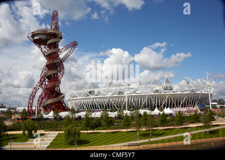 Orbit sculpture tower designed by Anish Kapoor and Athletics Stadium on a sunny day at Olympic Park, London 2012 - Stock Image